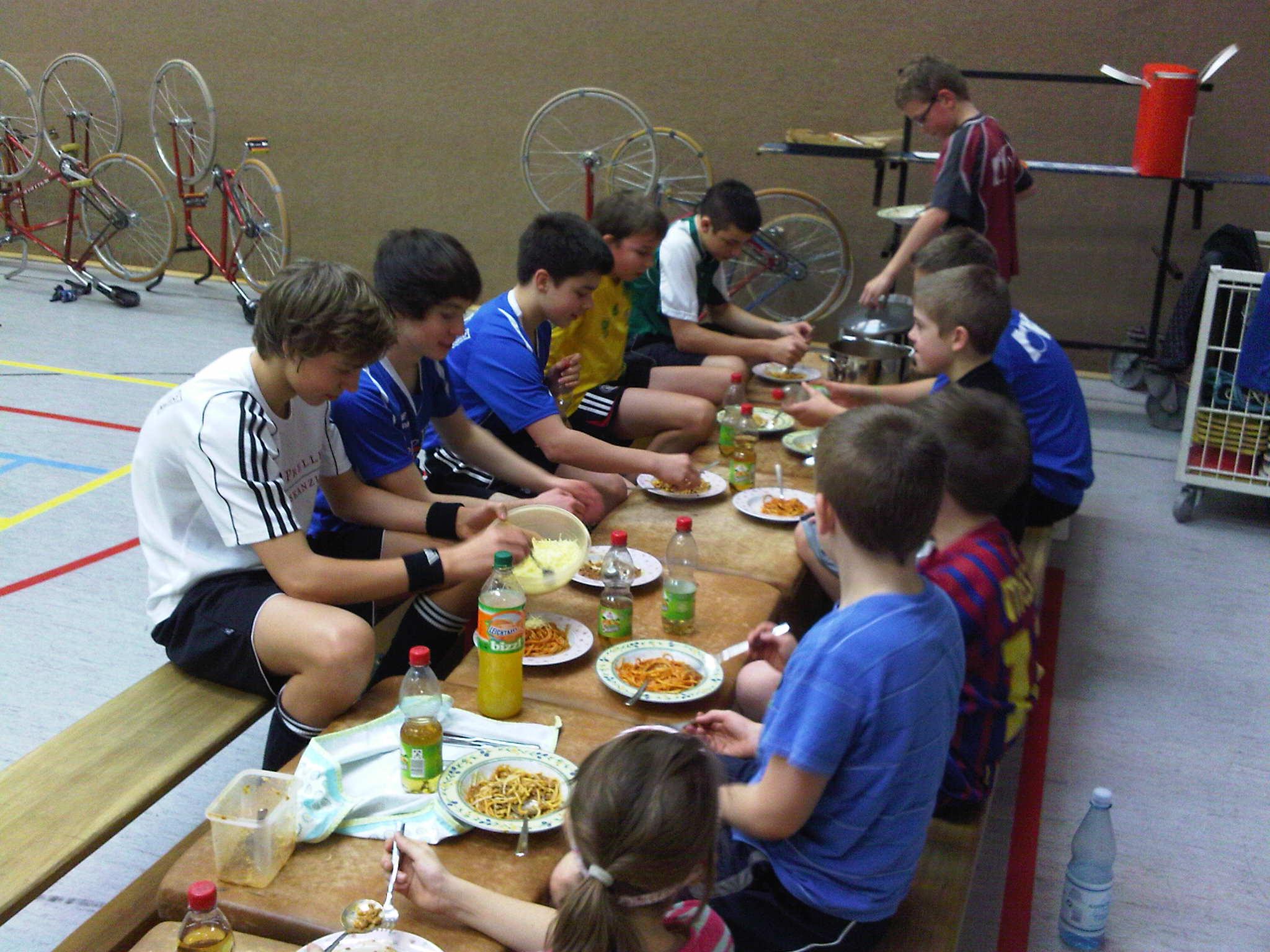 111210-5-SamstagsTraining-Mittagessen