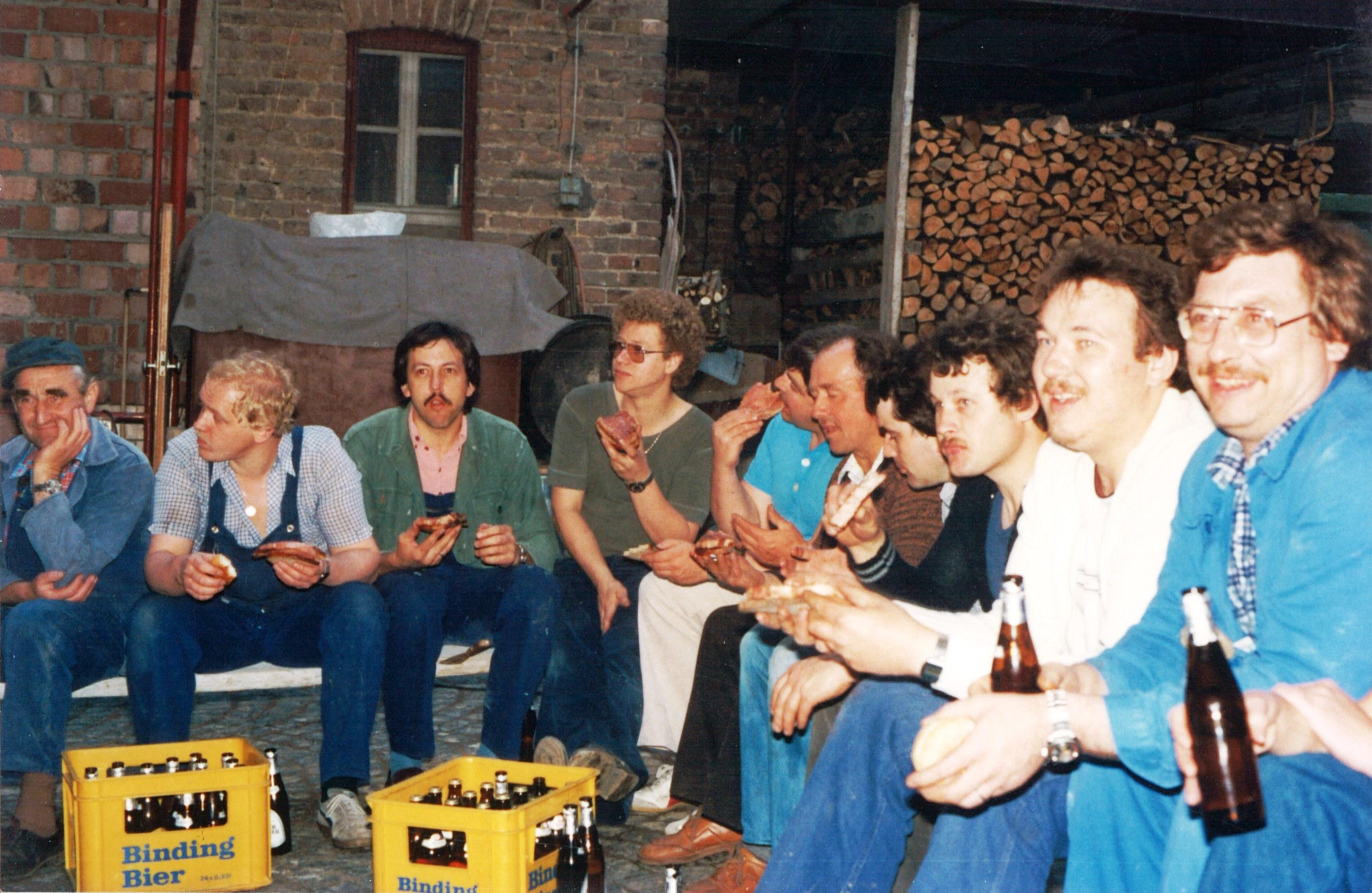 1970iger - Fleissige Helfer beim Blütenfestabbau