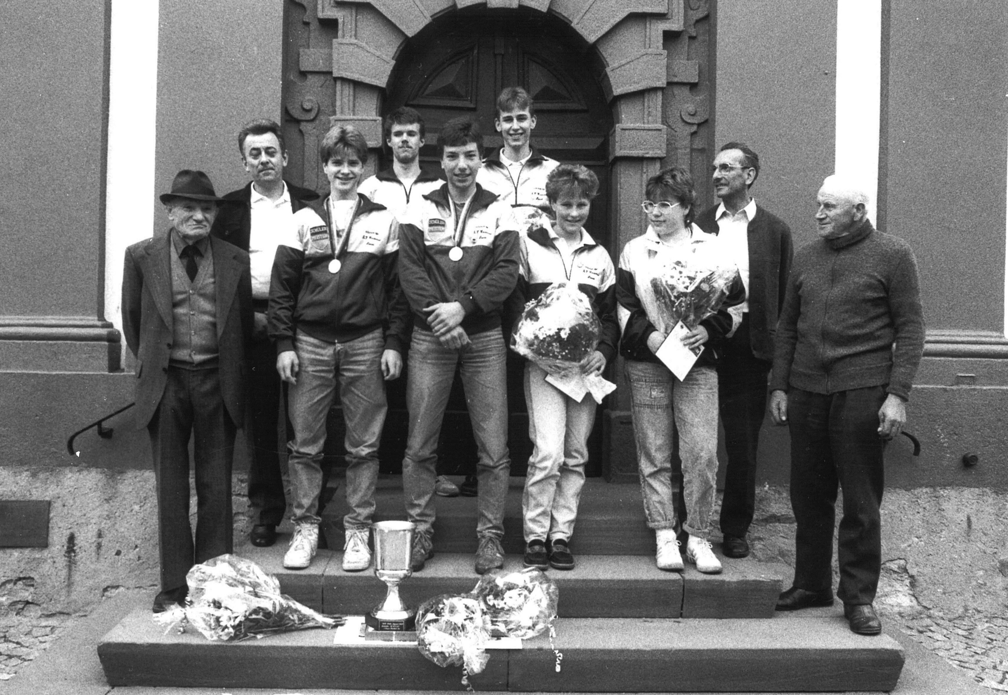 1987 - Empfang vor der Nauroder Kirche mit Gründer Willi Beltz-Siegmund Schulte